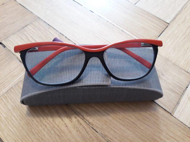 4) Etui z okularami w środku (do odbioru do 15.11.2019)